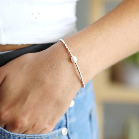 Dainty Seed Bead & Pearl Bracelet